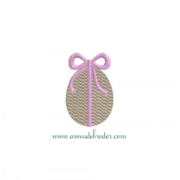Oeuf de Pâques avec ruban
